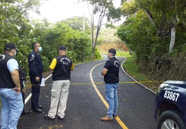 Encuentran hombre sin vida a la orilla de la calle en Los Santos