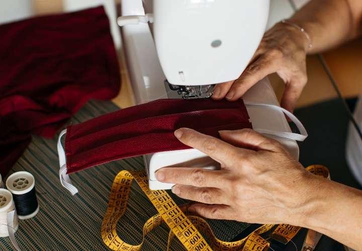 La costura surge como vía para subsistir en medio de la pandemia