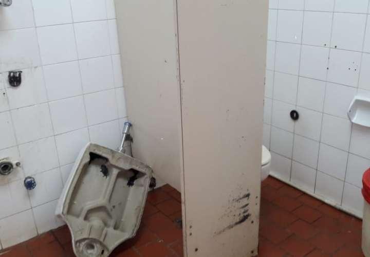 Hospital sin un baño decente