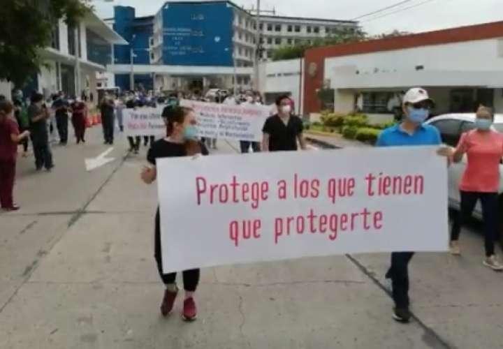Personal de hospital de Chiriquí protesta por falta de insumos y equipos