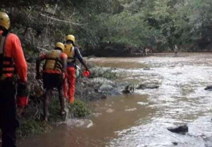 Encuentran cuerpo de niña arrastrada por corriente de río