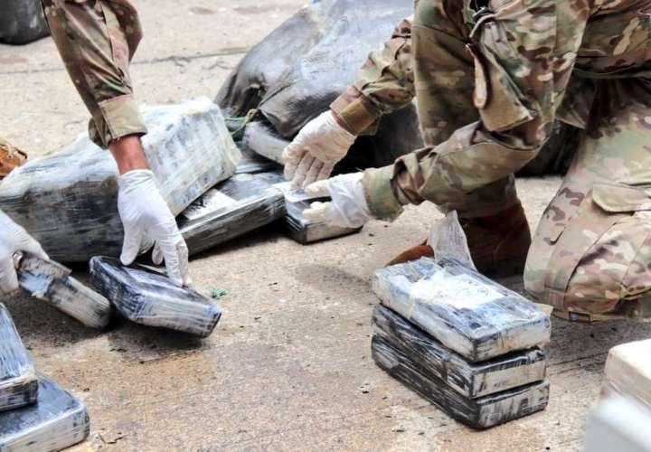 Caen dos colombianos transportando más de 400 paquetes de droga en Isla San José