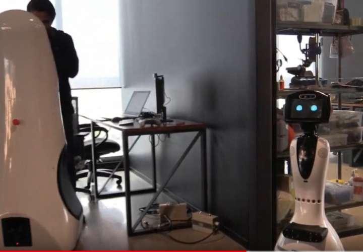 Robot es la nueva herramienta para diagnosticar coronavirus (Videos)
