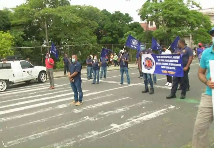 Los bomberos se suman a la jornada de protesta [Video]