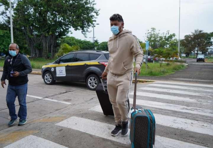 Peloteros panameños viajaron a EE.UU para reportarse con sus equipos de MLB