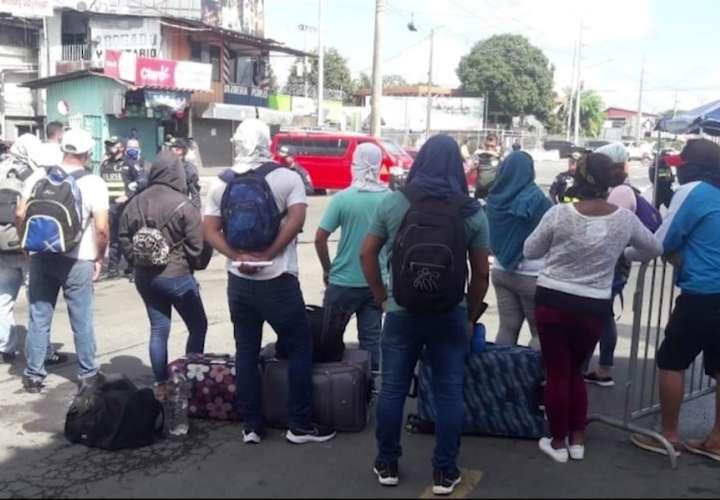Medidas de Migración complican regreso a su país de nicaragüenses en Panamá