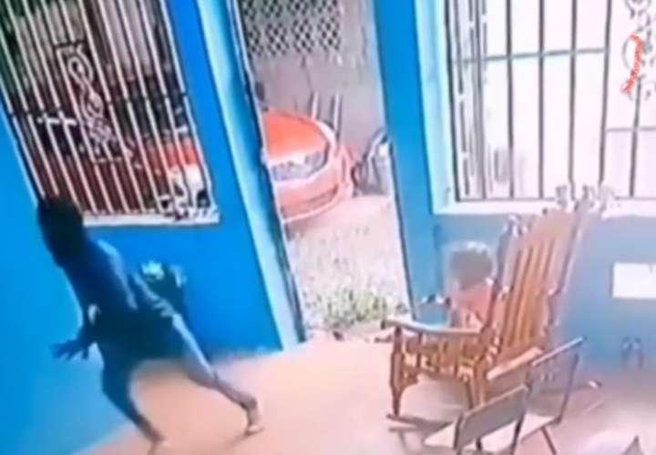 ¡Terror! Sujetos armados entran a una casa llena de niños en Pacora