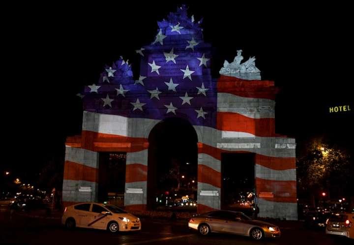 Embajada de EEUU conmemora en Madrid el 4 de julio con un vídeo mapping (Video)