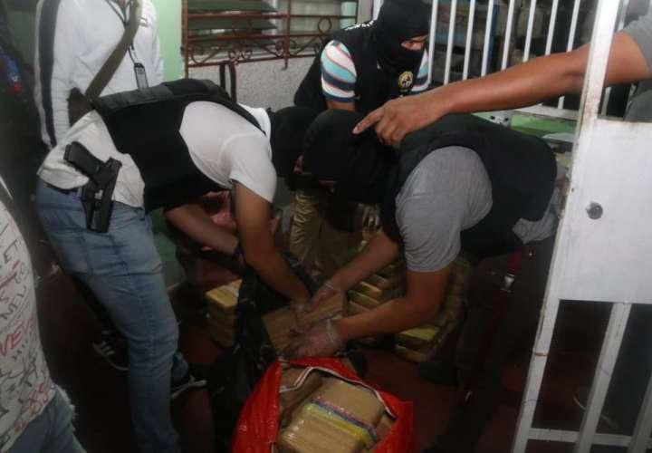 Pillan a una persona guardando 83 paquetes de droga en su casa en Monte Oscuro