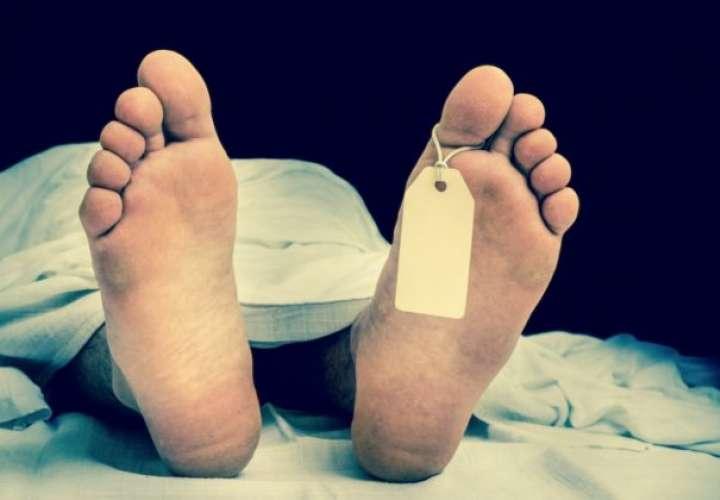 Panameña murió de COVID-19 en casa y su traslado a la morgue fue 8 horas después