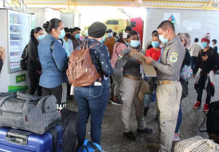 Sale de Panamá otro centenar de nicaragüenses rumbo a su país
