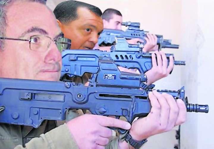 Exdirectores de la Fuerza Pública tenían armas de guerra