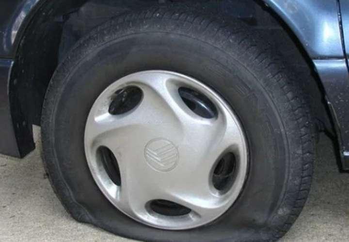 Hombre pinchó más de 1.000 neumáticos para conocer mujeres