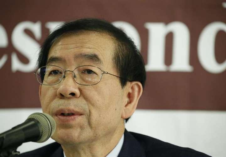 Hallan el cadáver del alcalde de Seúl horas después de su desaparición
