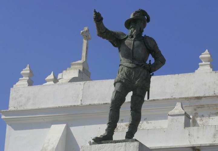 Piden retirar estatua de Cristóbal Colón