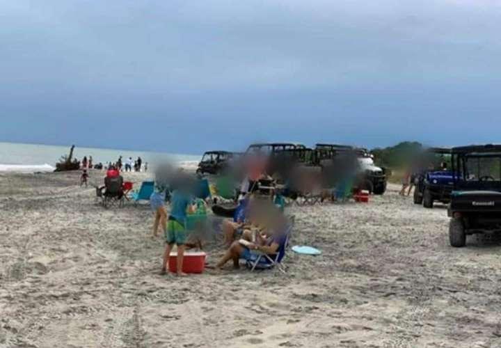 Policía le cae a bañistas en Buenaventura; situación genera polémica