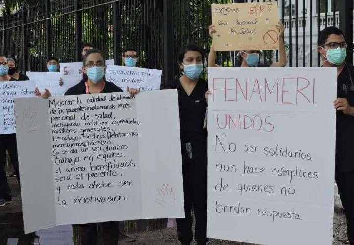 Médicos residentes protestan en varios hospitales del país