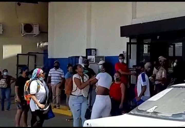 Dos mujeres se agarran a golpes en un comercio en Veraguas [Video]