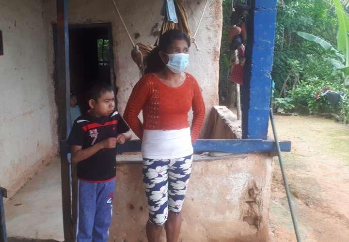 Piden ayuda para evitar que adolescente con múltiples enfermedades quede ciego