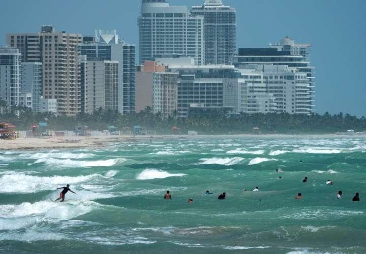Isaías deja zonas de Bahamas anegadas y se degrada a tormenta rumbo a Florida