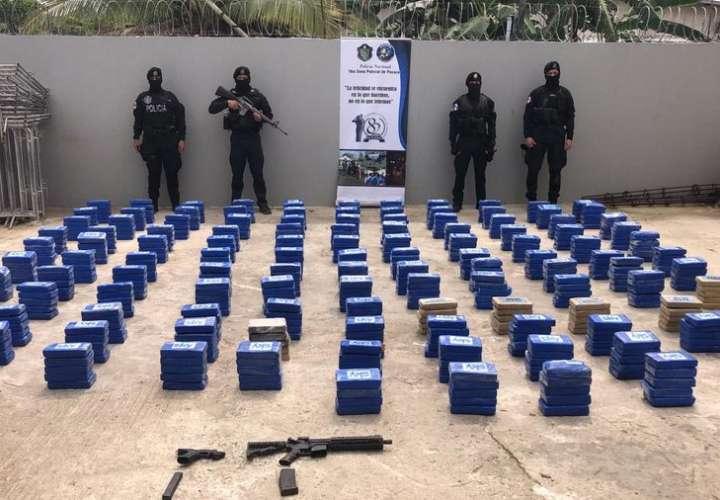 Caen 5 con varios sacos de droga que transportaban en dos autos en Pacora