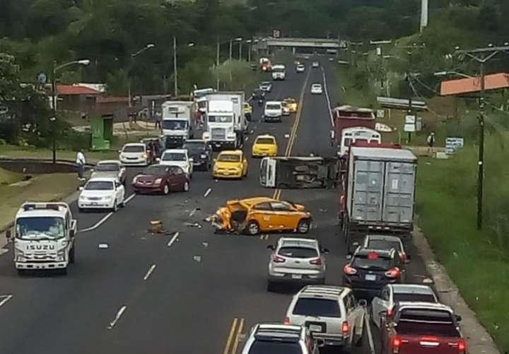 Colisión brutal en Nueva Providencia deja dos heridos (Video)