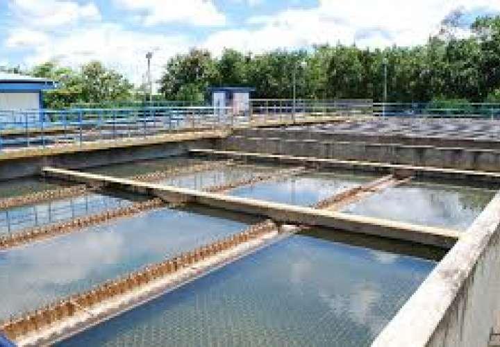 Santiagueños amanecieron sin agua por falla eléctrica en planta potabilizadora