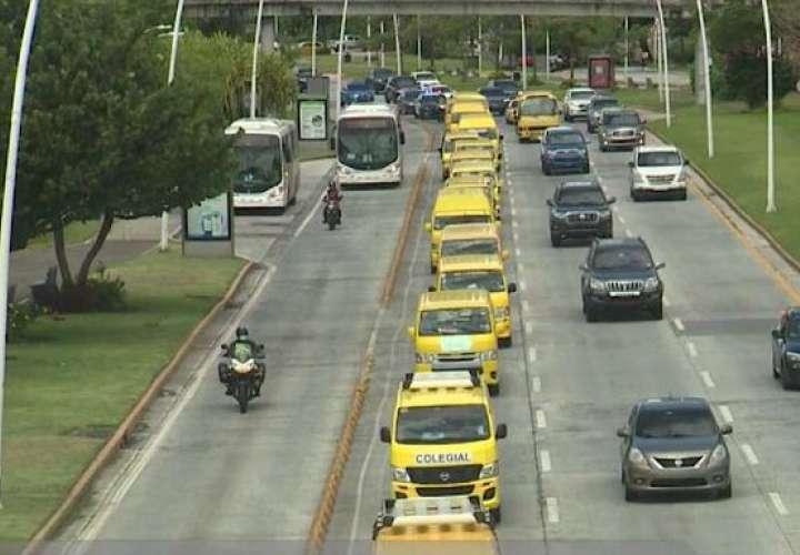 Propietarios de colegiales saldrán en caravana para defender sus vehículos