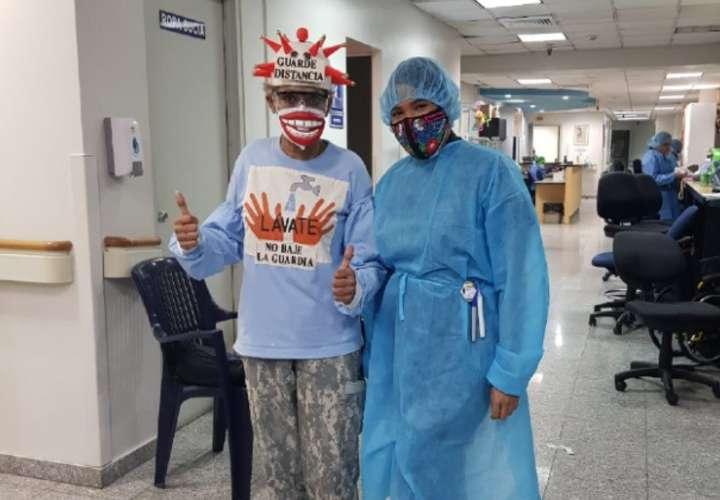 La doctora Mollick durante los días que recibió radioterapia. (Foto: Cortesía)