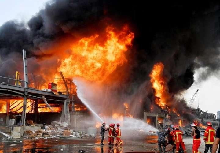 Incendio en el puerto de Beirut estremece de nuevo al país 1 mes de la explosión