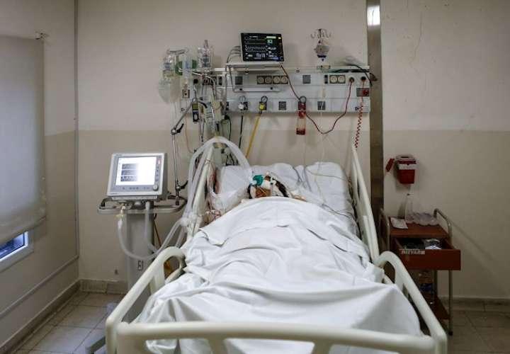 Dos pacientes con una inusual triple infección superan la COVID-19 en Panamá