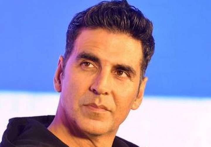 Actor de cine en la India dice que bebe orina de vaca todos los días