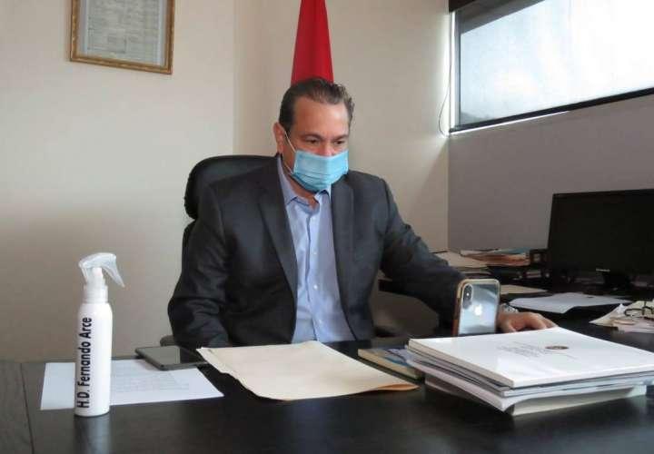Diputado Fernando Arce, positivo en COVID-19