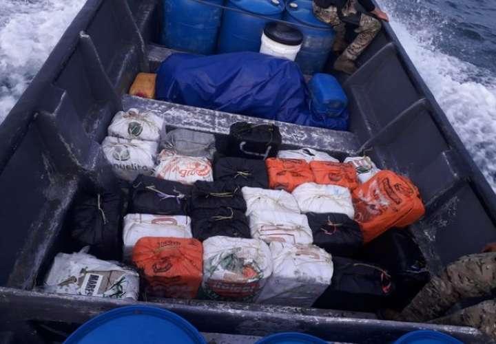 Decomisan bultos de droga en una lancha en Bocas del Toro