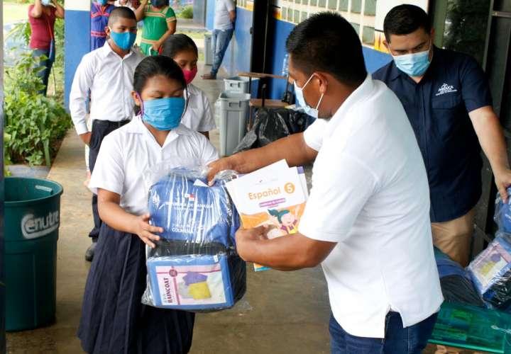 Más de 1 millón de guías impresas entrega Meduca a estudiantes