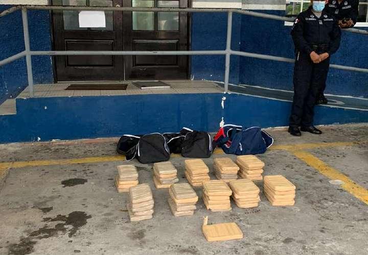 Taxista llevaba 50 kilos en el maletero