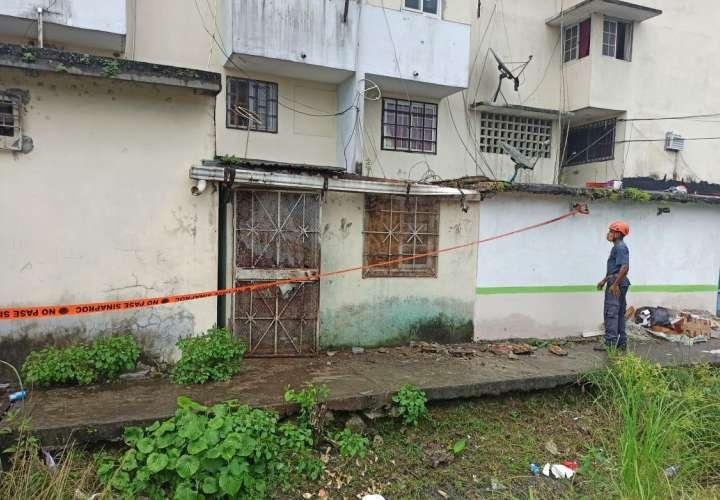 ¡Sustos! Cae losa de vieja estructura en Los Lagos