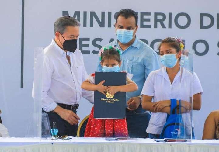 """Cortizo sanciona Ley de la Primera Infancia y presenta la """"Mochila Cuidarte"""""""