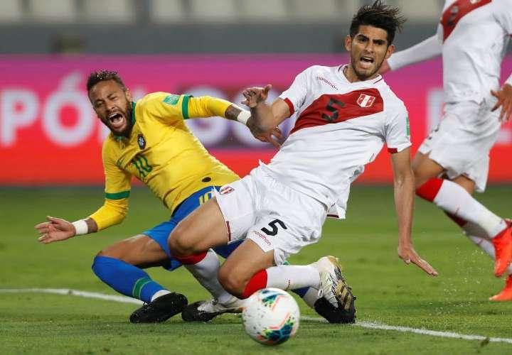 """Neymar """"es un payaso"""", afirma el peruano Zambrano"""
