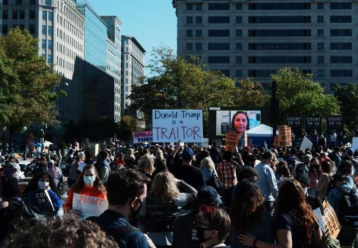 Mujeres protestan contra nominada al Supremo