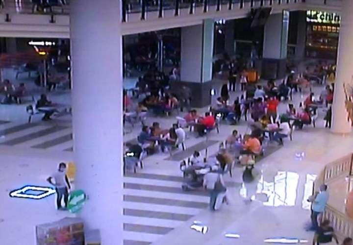 Malls estuvieron llenos ayer