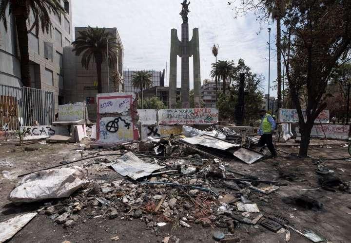 Protestas continúan en Chile frente a la sede del Congreso en Valparaíso