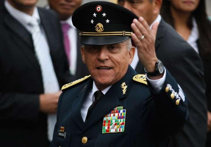 Le niegan la fianza a exministro Cienfuegos