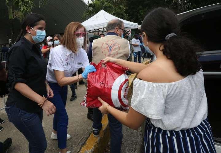 Panameños se solidarizan con afectados por inundaciones