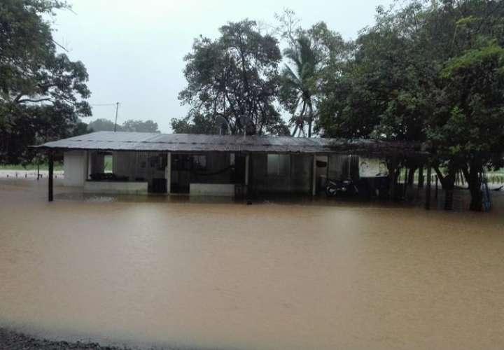Evacúan a familias en Veraguas por inundaciones