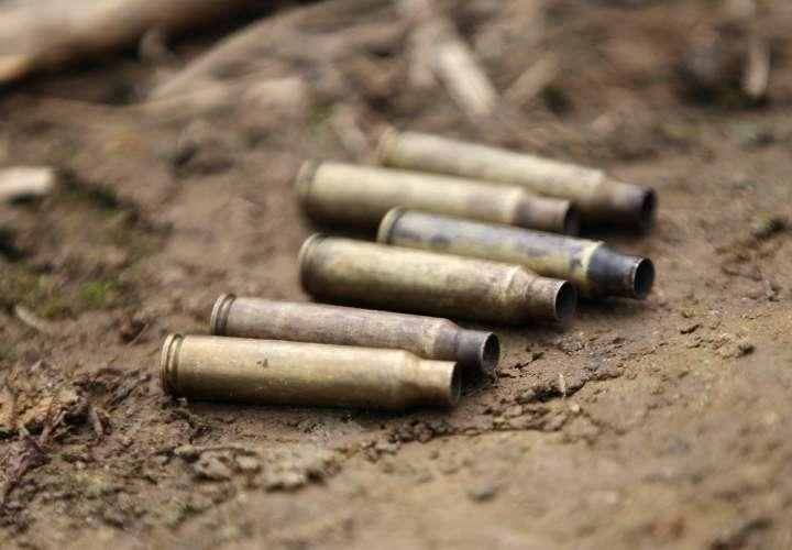 Un grupo armado irrumpió en el área y arremetió contra los trabajadores. FOTO/EFE