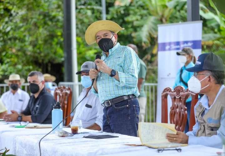 """""""No jueguen con los productores"""", advierte presidente Cortizo"""