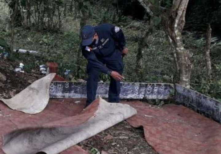 Abandonan gallos y pintas cuando le cayó la policía