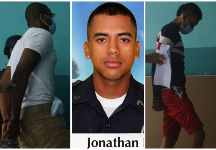 Ordenan detención de 2 hombres por asesinato de policía