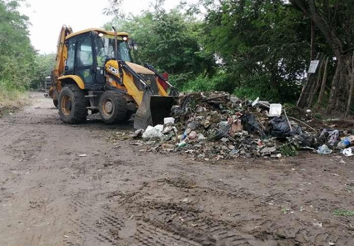 La carretera hacia playa Malibú se había convertido en un vertedero para todo tipo de desechos.